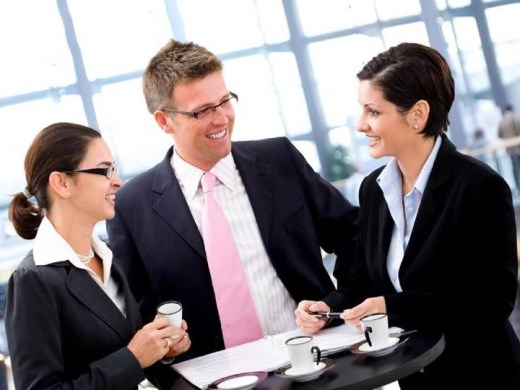 Saia na frente e estude online vários cursos na área de administração e negócios.